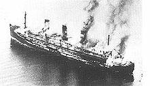 Die brennende Cap Arcona kurz nach dem Angriff