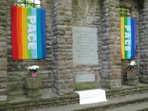 Das Mahnmal für die Opfer der NS-Gewaltherrschaft im Gelsenkirchener Stadtgarten wurde im April 1951 auf Initiative der Vereinigung der Verfolgten des Naziregimes (VVN) mit Unterstützung der Stadt errichtet. Es wird jährlich während des Ostermarschs und am Antikriegstag besucht.