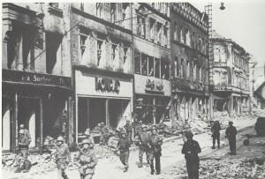 US-Truppen am 20.3.1945 in der Saarbrücker Eisenbahnstr.